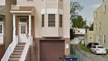 3 Bedroom 2 Baths Condominium Near PATH.