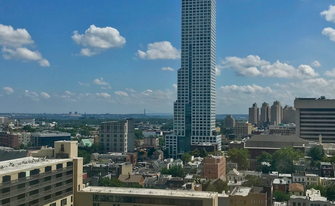 Top floor unit with panoramic City Views!
