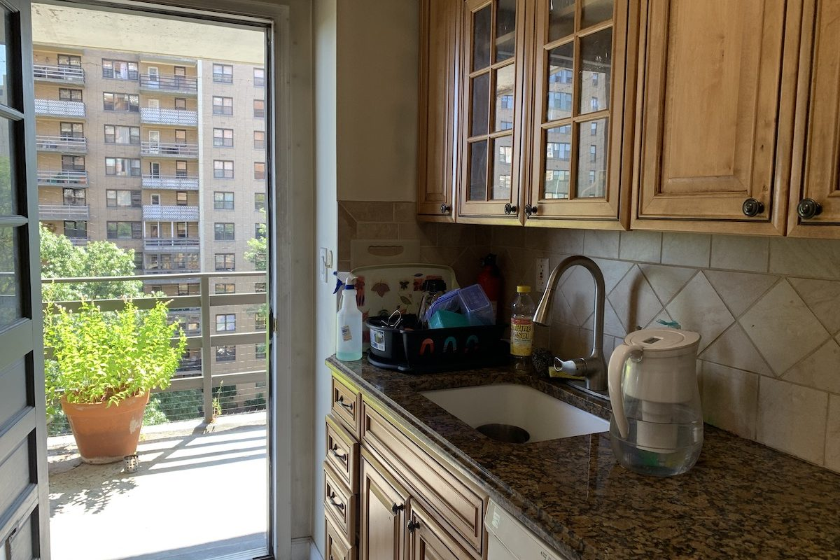 2 Bedroom 2 Full Baths plus Terrace Near PATH Station