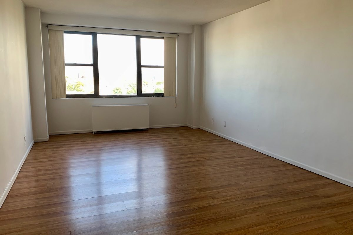 Spacious Studio Ready Ready for Occupancy Near PATH Station.