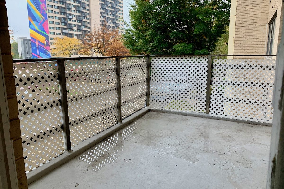 Newly Renovated One Bedroom with Terrace Near PATH Station.