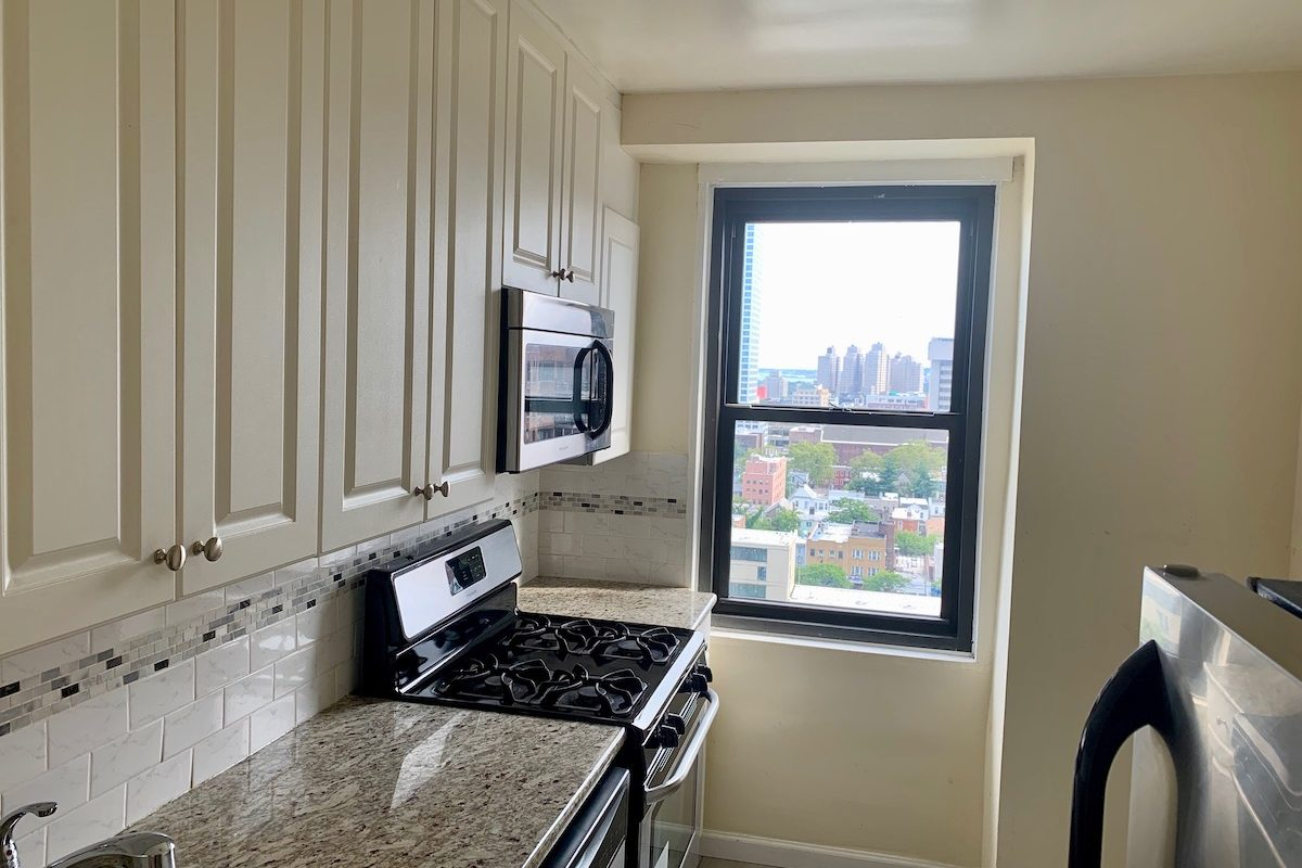 Large Studio near PATH Station with Panoramic City Views