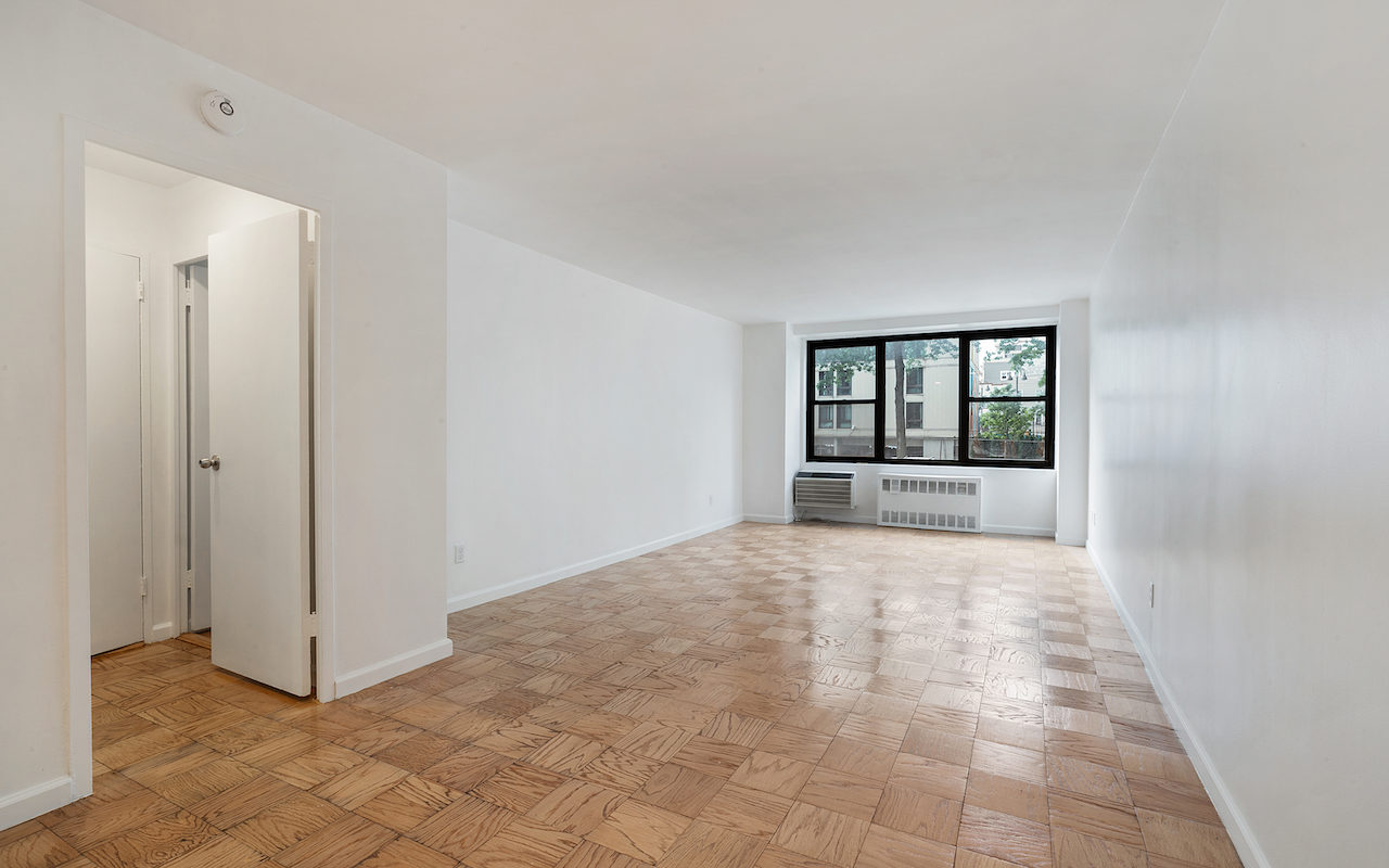 Newly renovated one bedroom near PATH Station
