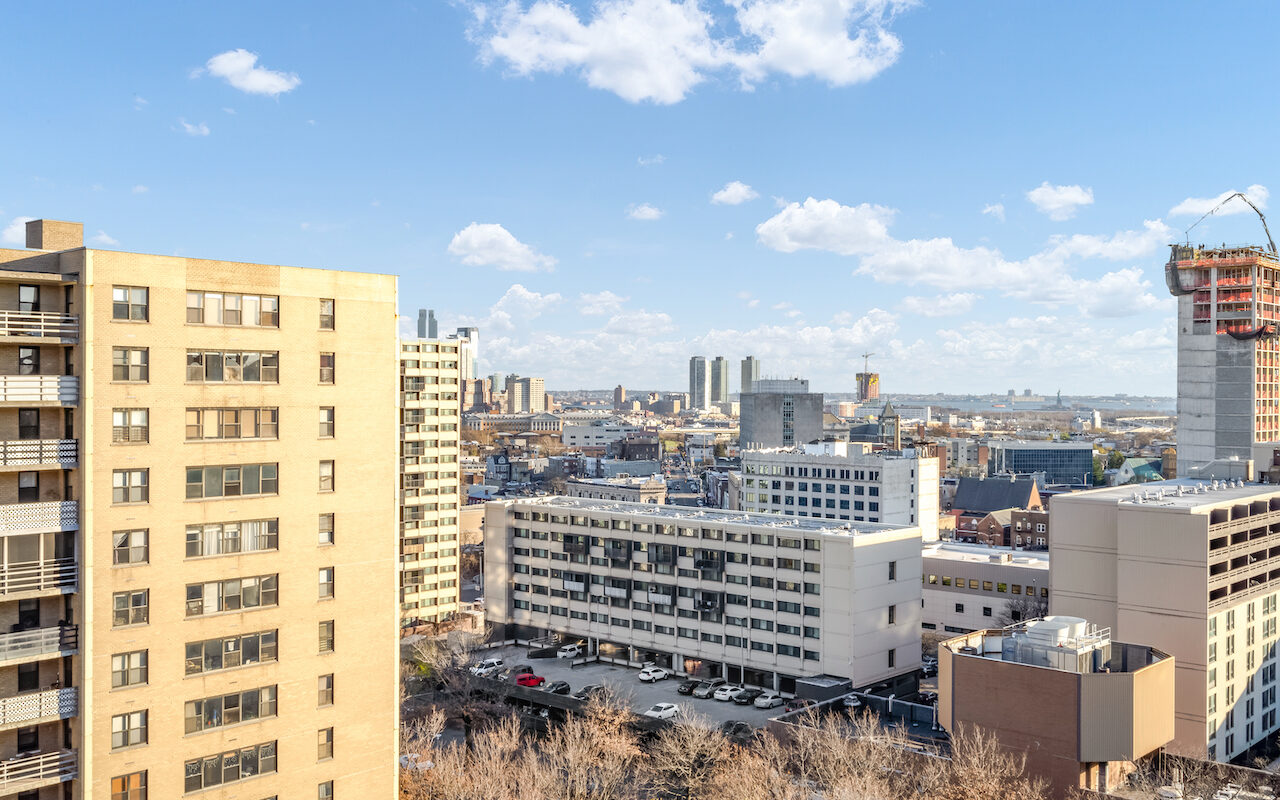 SPECTACULAR ONE BEDROOM WITH PANORAMIC CITY VIEWS PLUS TERRACE