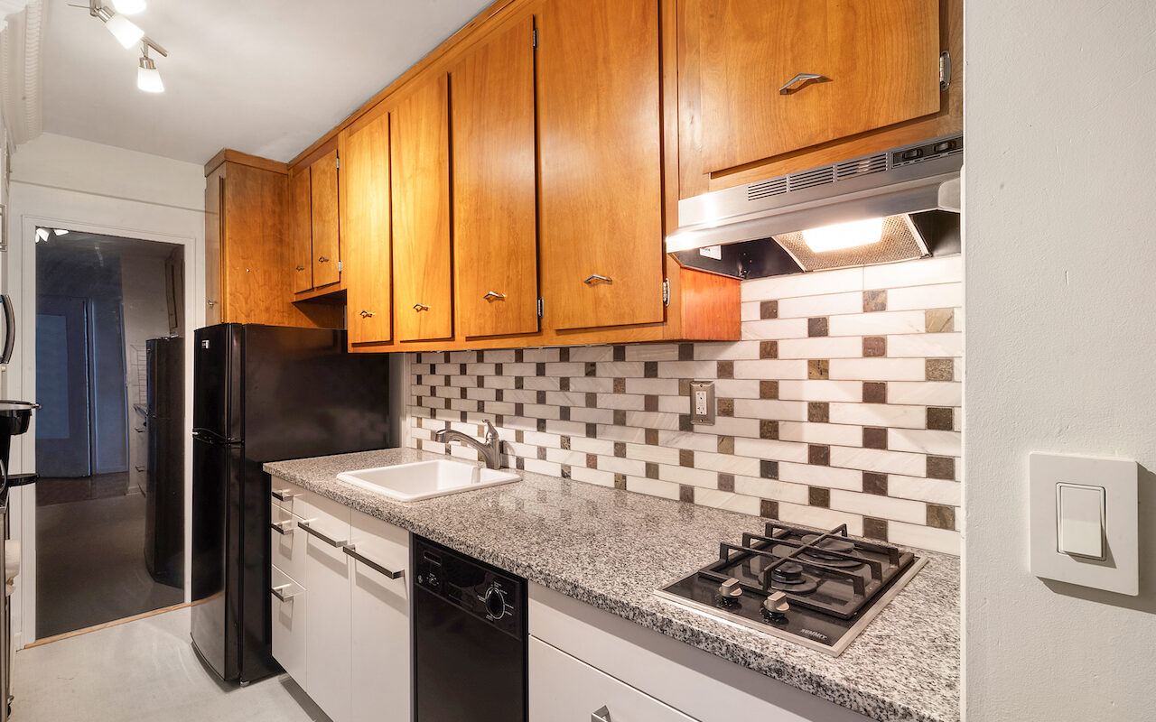 Studio apartment near JSQ PATH Station.