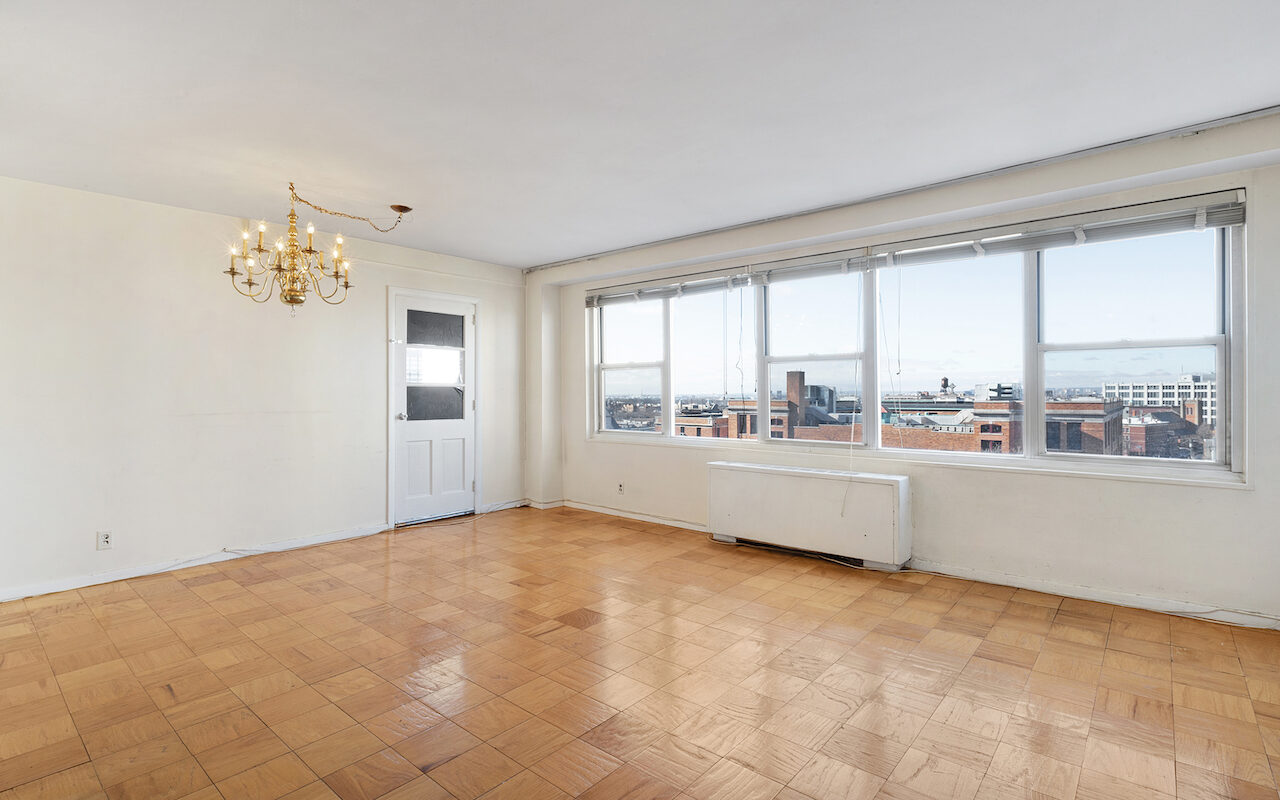 Large one bedroom with Terrace near PATH Station