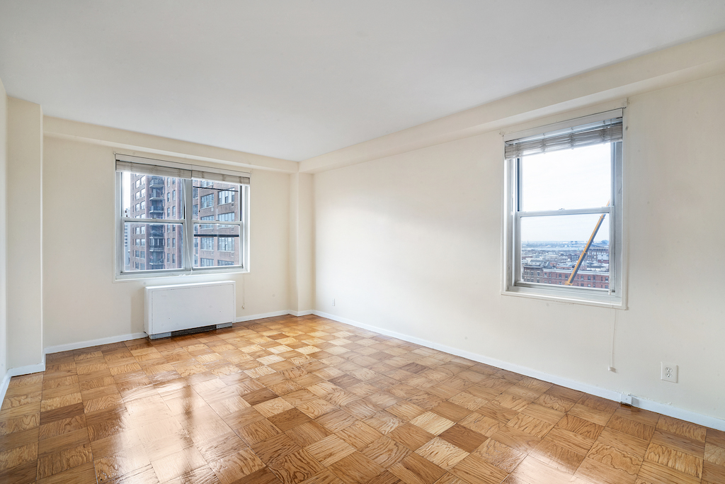 Totally Renovated One Bedroom Near PATH Station.