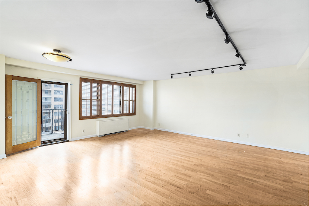 Spectacular 1 Bedroom with NYC views and terrace