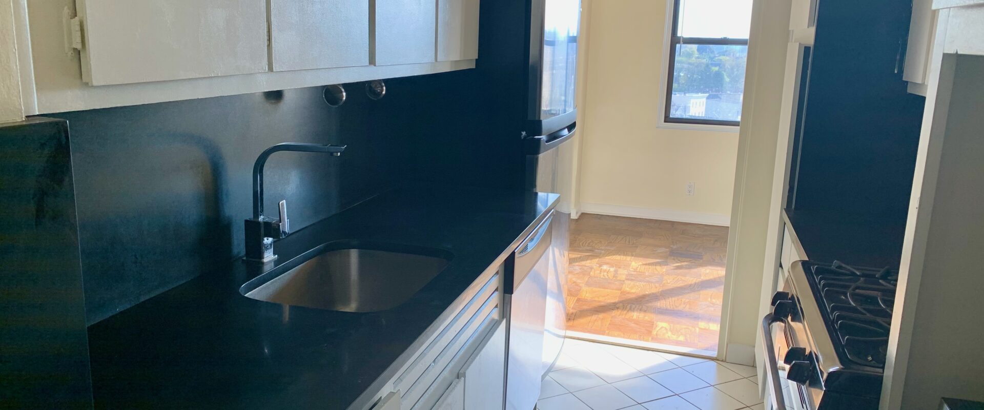 One Bedroom with Panoramic NYC views near JSQ PATH station