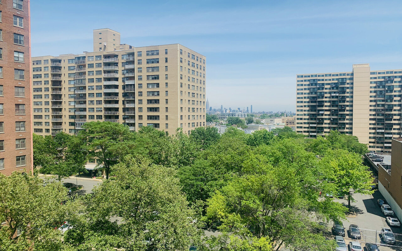 2 Bedroom Condo located only 4 blocks to JSQ PATH station.
